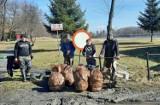 Wiosene porządki w gminie Bobrowniki. Zebrali worki pełne śmieci i odpadków