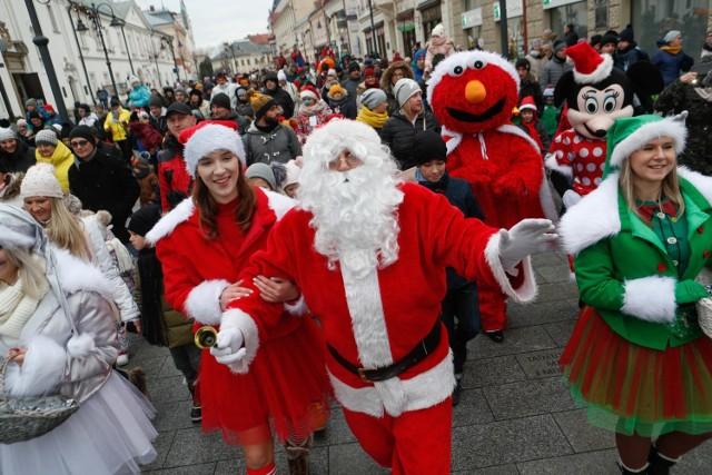 Parada Świętego Mikołaja i świąteczne miasteczko na Rynku w Rzeszowie.