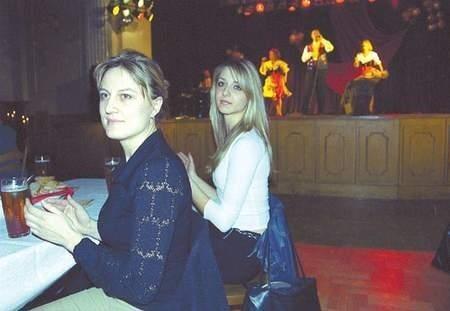 Ewa Paluch i Joanna Urbanek dobrze się bawiły razem z setkami innych pań. Fot: Sylwester Witkowski