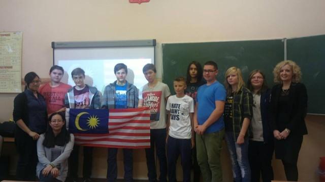 Pleszewska Dwójka gości studentki z Ukrainy, Malezji, Brazylii i Chin