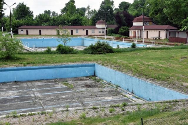 """Powstanie Letni Park Wodny """"Aquafun Legnica"""" w miejscu obecnego basenu przy ulicy stromej."""