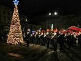 Rynek w Mysłowicach już się świeci [ZDJĘCIA] W tym roku jarmarku nie będzie. MOK przygotowuje warsztaty w sieci