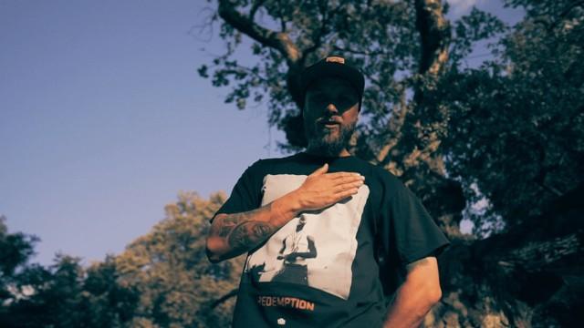 """Na nowej płycie Sebastiana """"Shellera"""" Warzechy znajduje się dwanaście premierowych utworów, na które beaty wyprodukowali tacy znani polscy producenci jak Ceha, Gibbs, Lenzy, Soulpete czy The Returners. W niektórych utworach gościnnie pojawiają się donGURALesko, Gibbs, Kaczor, Koni, Paluch i Sarius. Nie obyło się również bez udziału cenionych DJ-ów: Chwiała, Creona, Decksa oraz Flipa."""