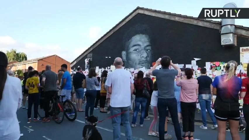 Mural z wizerunkiem Marcusa Rashforda został zdewastowany....