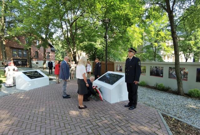 15 sierpnia 2021 roku w Mysłowicach złożono kwiaty w różnych miejscach pamięci z okazji 102. rocznicy I powstania śląskiego.   Zobacz kolejne zdjęcia. Przesuń w prawo - wciśnij strzałkę lub przycisk NASTĘPNE