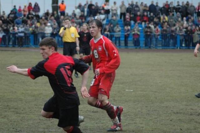 W Krośnie Odrzańskim 10 lat temu Grzegorz Krychowiak, podobnie jak cała młodzieżowa reprezentacja Polski był bezradny. Zawsze jednak walczy i zostawia serce na boisku.