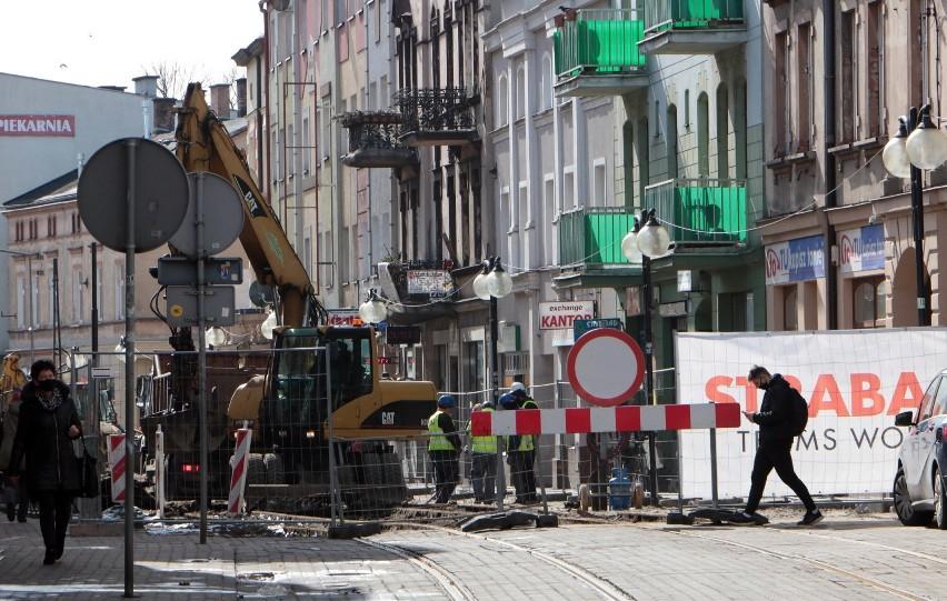 Przetarg na modernizację torowiska oraz kompleksową budowę...