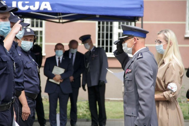 Święto Policji 2021 w Powiecie Międzychodzkim, czyli uroczysty apel na dziedzińcu przy Komendzie Powiatowej Policji w Międzychodzie (23.07.2021).
