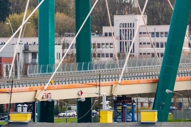 Chętnych do remontu Trasy Uniwersyteckiej nie brakuje - potencjalnych wykonawców poznamy w poniedziałek 24 maja.