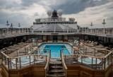 """12 pięter, 294 metry długości, 1046 kabin. """"Queen Elizabeth"""" dopłynęła do Polski. Zobacz ekskluzywne wnętrza statku"""