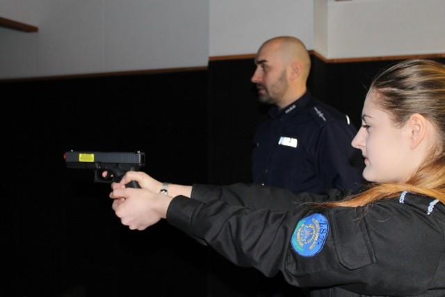 Uczniowie klas munduropwych ze Skwierzyny odwiedzili Komendę Powiatową Policji w Międzyrzeczu.