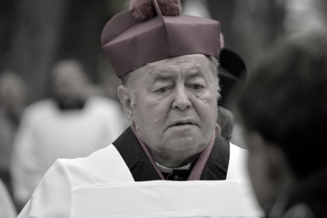 Biskup Bogdan Wojtuś nie żyje. Miał koronawirusa