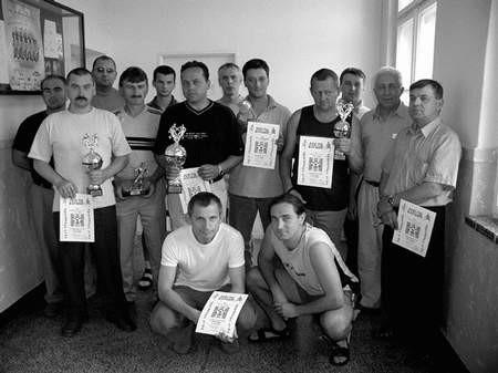 Najlepsze drużyny i piłkarze 2. ligi otrzymali pamiątkowe puchary i dyplomy. Foto: JAKUB MORKOWSKI
