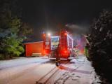 Nocny pożar w Jastrzębiej Górze postawił strażaków na nogi: na ul. Jantarowej palił się dom jednorodzinny   NADMORSKA KRONIKA POLICYJNA