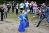 Twardziele o miękkich sercach z Miastka zorganizowali Dzień Dziecka w Słosinku