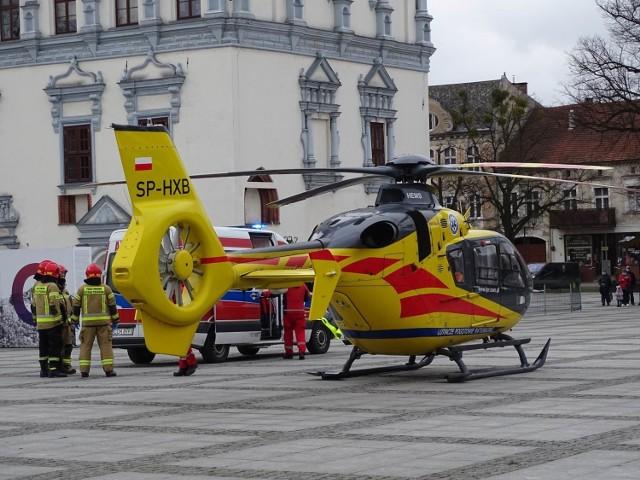 W jakim celu śmigłowiec z medykami wylądował na rynku w Chełmnie? Zobaczcie akcję na zdjęciach