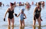 Morsy Gołuchów rozpoczęły sezon. W zalewie kąpało się ponad 80 osób. ZDJĘCIA
