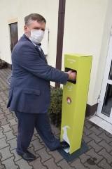 Bezdotykowa stacja dezynfekcji w urzędzie w Koziegłowach