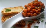 Ciecierzyca na pomidorowo ( z kiełbasą)