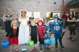 Halloween: amerykańskie święto duchów. Kiedy wypada, jak je obchodzić i jak wyrzeźbić dynię na Halloween?