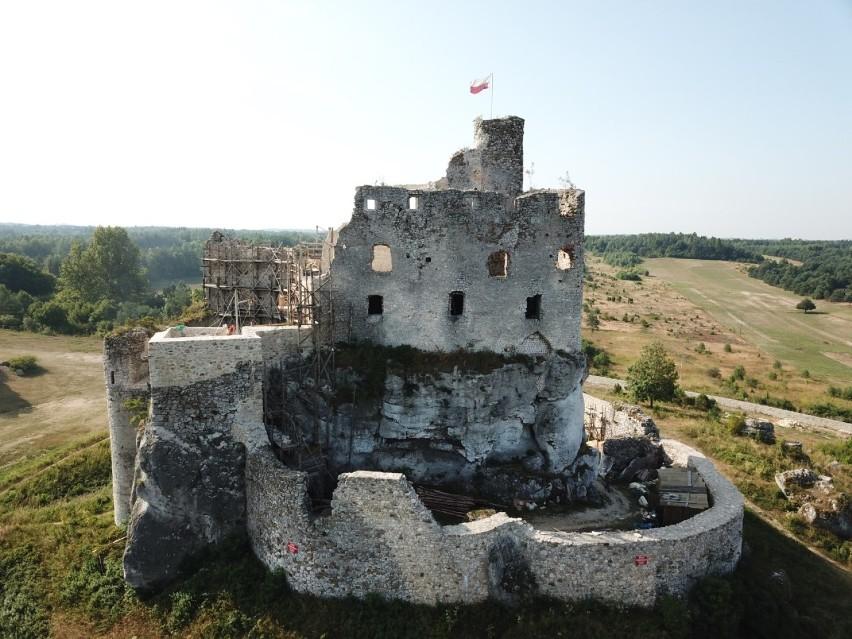 Zamek w Mirowie. Zobacz zdjęcia ze środka remontowanego zamku!