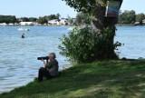 Jezioro Białe. Piękna pogoda zachęcała do spacerów, ale byli też amatorzy kąpieli