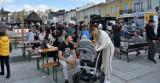 Żarciowozy zawitały do Chełma. Serwują dania z różnych stron świata. Mieszkańcy oblegali plac Łuczkowskiego. Zobacz zdjęcia