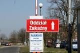 Koronawirus. Małopolski NFZ analizuje, ilu medyków z regionu będzie mogło pracować tylko w jednym miejscu