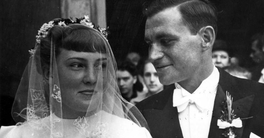 d8e3430bb6c624 Moda ślubna kiedyś i dziś - jak dawniej wyglądały panny młode? 100 lat  sukni ślubnych