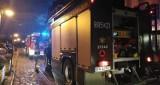 Strażacy w akcji na Bulwarze Portowym w Ustce. Zapaliły się śmieci na zewnątrz restauracji