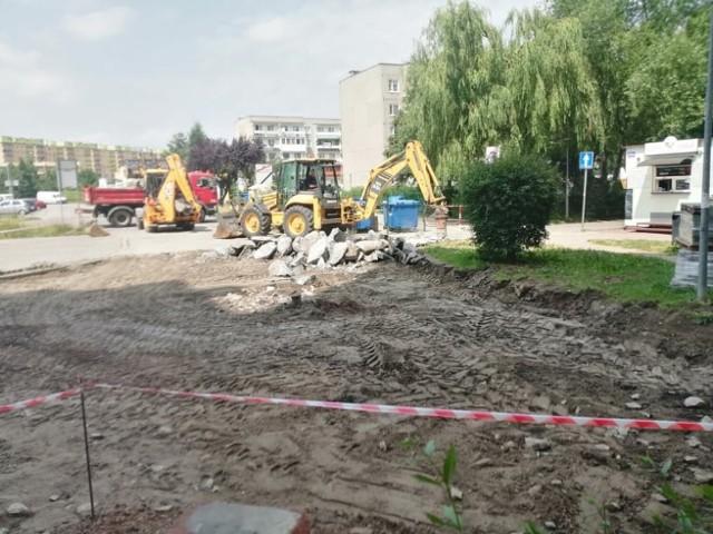 Trwa wymiana nawierzchni na ul. Fortecznej 6-20 w Wałbrzychu