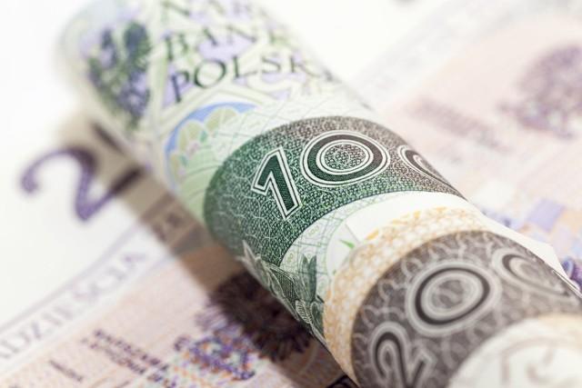 500 plus i 13. emerytura zawieszone, by złagodzić kryzys gospodarczy w Polsce wywołany przez epidemię koronawirusa? Padają takie propozycje.