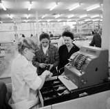 Otwarcie marketu Super Sam na Zaodrzu w Opolu. Tak wyglądały zakupy w latach 70.