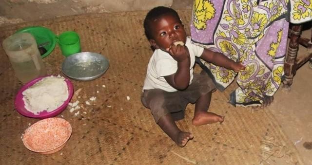 Marta Ostrowska zbiera obuwie dla dzieci z Kenii. W Kenii na rzecz małych mieszkańców działa pani Alicja.  Zobacz kolejne zdjęcia. Przesuwaj zdjęcia w prawo - naciśnij strzałkę lub przycisk NASTĘPNE