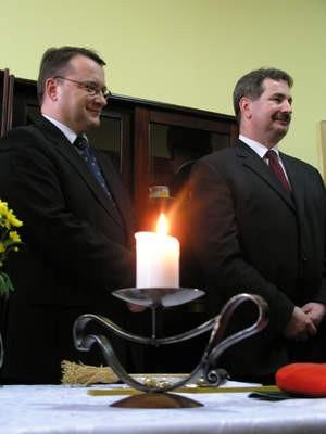 Posłowie Stanisław Lamczyk i Marek Biernacki (PO) w pierwszym dniu urzędowania przyjęli kolędę w swym biurze.