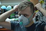 Maseczki chirurgiczne na koronawirusa: jednorazowe, FFP2, FFP3. Jaką maseczkę wybrać?