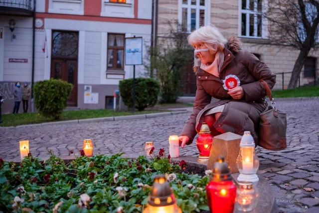 Świętowanie niepodległości odbyło się m.in. przy Pomniku Nieznanego Żołnierza w Tarnowie