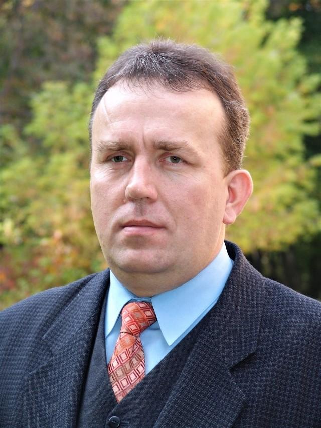 Nowym sekretarzem brzeskiego starostwa jest Krzysztof Klimek, absolwent Wyższej Szkoły Biznesu w Nowym Sączu, związany z samorządem od ponad 30 lat
