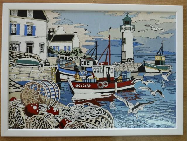 Tytuł pracy: W PORCIE RYBACKIM  Technika wykonania: obraz malowany na szkle, farbami do szkła