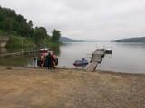 Na Jeziorze Rożnowskim przewróciła się łódź. Dzieci wpadły do wody. W akcji WOPR i strażacy [ZDJĘCIA]