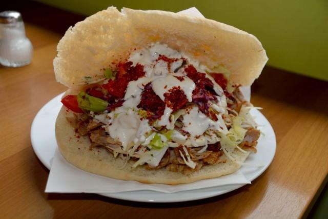 Chcesz zjeść smacznego kebaba w Chorzowie, ale nie wiesz gdzie się udać? Zobacz naszą listę stworzoną w oparciu o propozycje Internautów!
