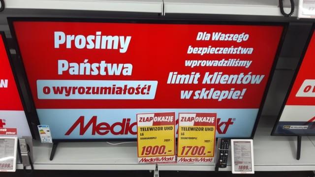 Media Markt  Media Markt prowadzi promocję BLACK WEEK - w jej ramach sklep oferuje telewizory przecenione nawet o 200-500 złotych. Ogromne promocje czekają także tych, którzy chcą nabyć lodówki - sklep oferuje modele nawet o 1000 zł tańsze. Akcja ważna jest do 02.12.20 r. lub do wyczerpania zapasów.   Sklepy Media Markt w Krakowie znajdują się w: Galerii Krakowskiej, M1, w Galerii Bronowice i w Solvay Parku.