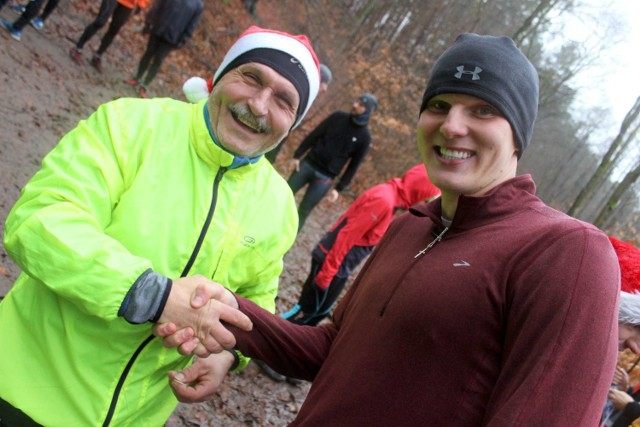 Wigilia biegaczy Międzychód 2017 - około 40 osób wzieło w tym roku udział w leśnej wigilii pod Kolnem (24.12.2017)