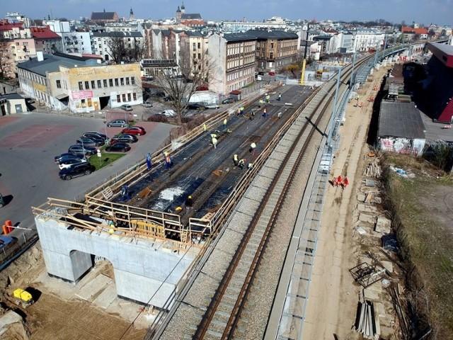 Widok na budowę estakady kolejowej pomiędzy ul. Grzegórzecką, a ul. Miodową