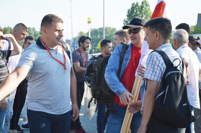 Związkowcy z kopalni i elektrowni Bełchatów pojechali dziś, 9 czerwca, do Warszawy na manifestację branży energetycznej