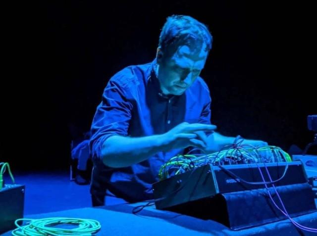 Paweł Pruski jest jednym z najważniejszych polskich twórców muzyki ambient