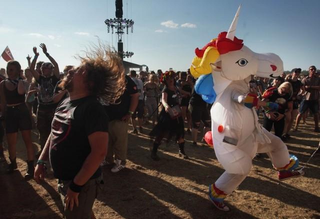 Drugi dzień festiwalu Pol'and'Rock 2021. Jak się bawi polski Woodstock? Zobacz także:  Rozpoczął się Pol'And'Rock - pierwszy dzień  Woodstock: Najlepsze zdjęcia w historii   SPRAWDŹ TEŻ: Woodstock: Galeria. Najpiękniejsze dziewczyny na Pol'and'Rock [ZDJĘCIA]