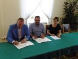 KOBYLIN: Podpisano umowę o współpracy szkoły branżowej z firmą ROMI