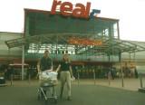 Handel w Opolu 20 lat temu. Tych sklepów już nie ma w mieście. Robiliście w nich zakupy?