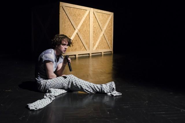 """""""Hamlet"""" w Teatrze Imka. Zobacz zdjęcia z próby medialnej  Czytaj też: Fabularny Przewodnik po Ostatnich Pożegnaniach. Byliśmy na próbie spektaklu!  Czytaj też: Afrykamera 2015. Co czeka nas poza filmami?"""
